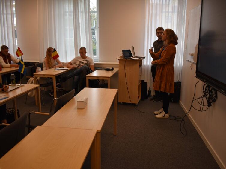 Vill din klass ta del av inspirerande EU-föreläsningar?